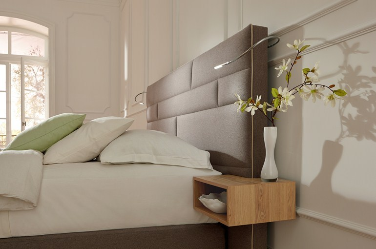tête de lit avec chevets intégrés - www.cashotel.fr