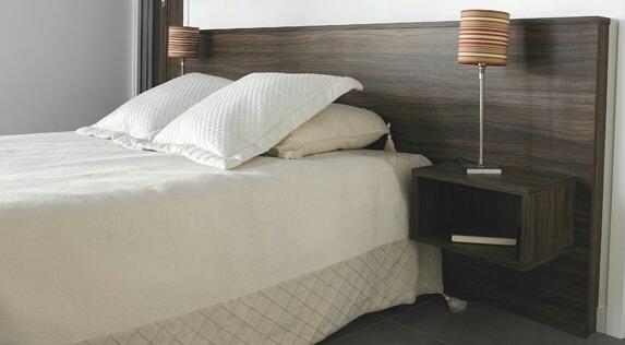 t te de lit c sar avec chevets int gr s. Black Bedroom Furniture Sets. Home Design Ideas
