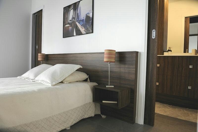 tête de lit césar avec chevets intégrés - www.cashotel.fr